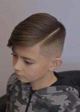 Стрижки с пробором для мальчика: виды и фото