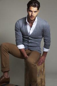 Как правильно закатывать рукава на рубашке мужчине?