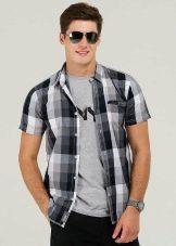 Рубашка с футболкой: как носить мужчинам?